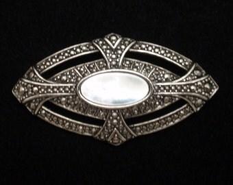 Retro Brooch Pin