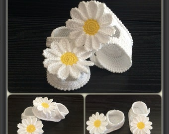 White Crochet baby girl shoes,Crochet baby booties, Summer Sandals with daisy flowers,White sandals,Handmade shoes,Crochet booties
