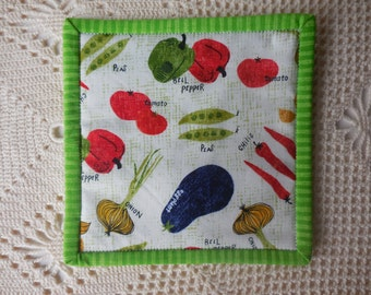 Vegetable mug rug, snack mat, candle mat, made from cotton fabric, peas, chili, tomato, bell pepper