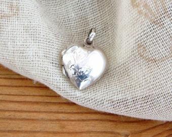 Vintage small silver heart shaped locket. 925