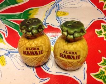 Vintage ceramic pineapple Hawaii souvenir salt and pepper shakers