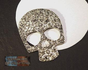 Charm pendant skull