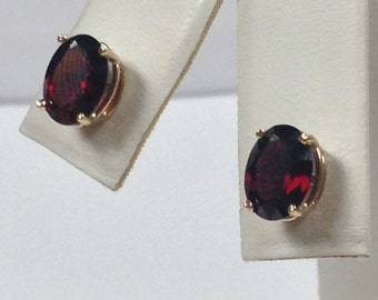 Natural Garnet Stud Earring 14kt Yellow Gold