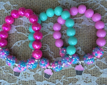 Set of 6 cupcake party favor bracelets.. Cupcake bracelets.. Cupcake party.. Cupcake party favor.. Cupcake charm