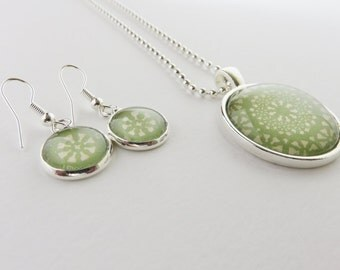 Green mandalas pattern silver plated necklace & earring jewellery set