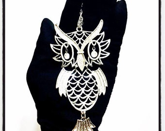 1970's Silver Toned Owl Pendant Necklace by Avon, Unsigned Silver Toned Hipster Owl Jewelry, Vintage Movable Owl Pendant, Long Necklace