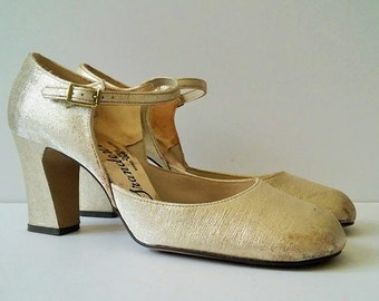 Vintage 1960s Gold Shoes, Gold Glitter Shoes, Dancing Shoes, Metallic Gold Shoes, Vintage Gold Heels, Shiny Gold Heels, Size 6 US Size