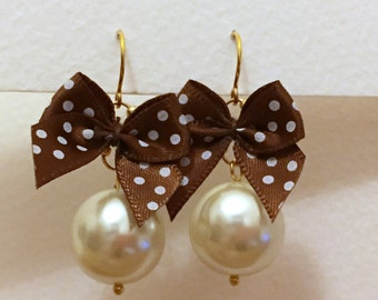 Large pearl beads with brown polka dot bow