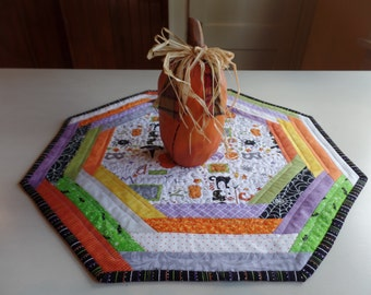 Halloween Table topper, Halloween Table Mat, Halloween Table Quilt, Quilted Halloween mat