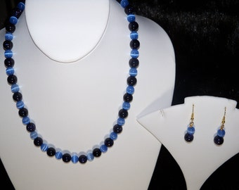 A Sparkly Blue Golstone Necklace, Stretchy Bracelet and Earrings. (2016139)