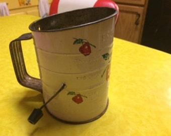 Vintage Bromwell Apple Tin Sifter