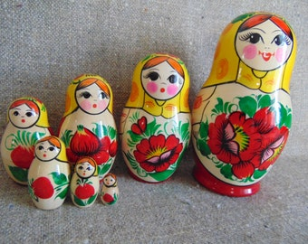Russian matryoshka-the traditional painting.Russian 7 pieces.Vyatka painting.Brand new. 15 cm(5,91)