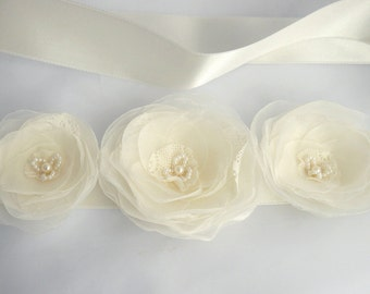 Ivory Bridal Sash, Flower Wedding Gown Sash, Ivory Flower Belt, Weddings, Wedding Dress, Lace Bridal Sash, Vintage wedding