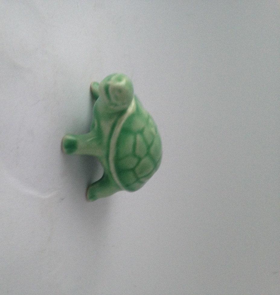 petit green ceramic turtle small turtle decor piece. Black Bedroom Furniture Sets. Home Design Ideas