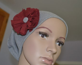 Beanie slouch with flower