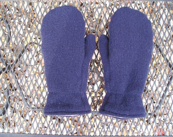 Upcycled wool sweater mittens. Navyblue wool mittens. Dark navy blue sweater mittens. Fleece lined. Small or Medium.