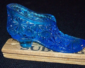 Blue shoe miniature pressed glass Fenton? Relatively small.  FREE SHIPPING