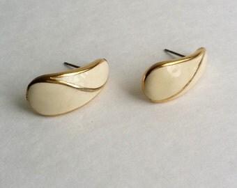 Amazing Vintage TRIFARI TM Gold Tone Ivory Enamel Post Stud Earrings.
