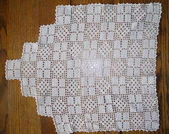 Vintage Table Doily, 1950s Crochet Doily, Deco Pyramid Doily, Shabby Chic Linens, Cotton Doilies, Handmade Crochet Doilies, Lace Doilies