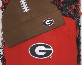 Georgia Bulldogs Baby Bodysuit & Football Cap Gift Set