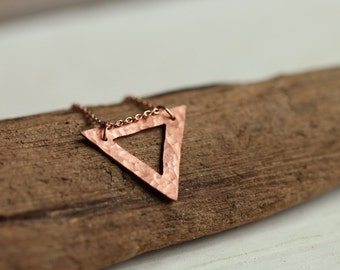 Delicate hammered triangle copper necklace // geometric pendant // minimalist layered jewelry // everyday style