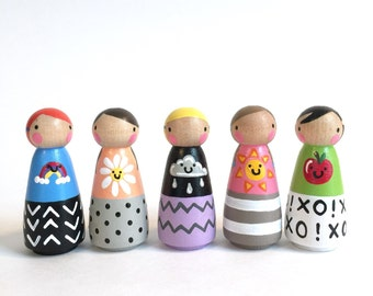 "2"" peg dolls // All Smiles peg doll play set of 5 // felt sleeping bag // peg doll play set // 5 peg dolls"