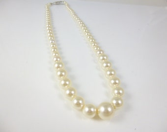 Graduated Pearl Necklace, Cream Pearl Necklace,Swarovski Pearls,Graduated Pearls, Bridesmaid Necklace,Pearl Necklace