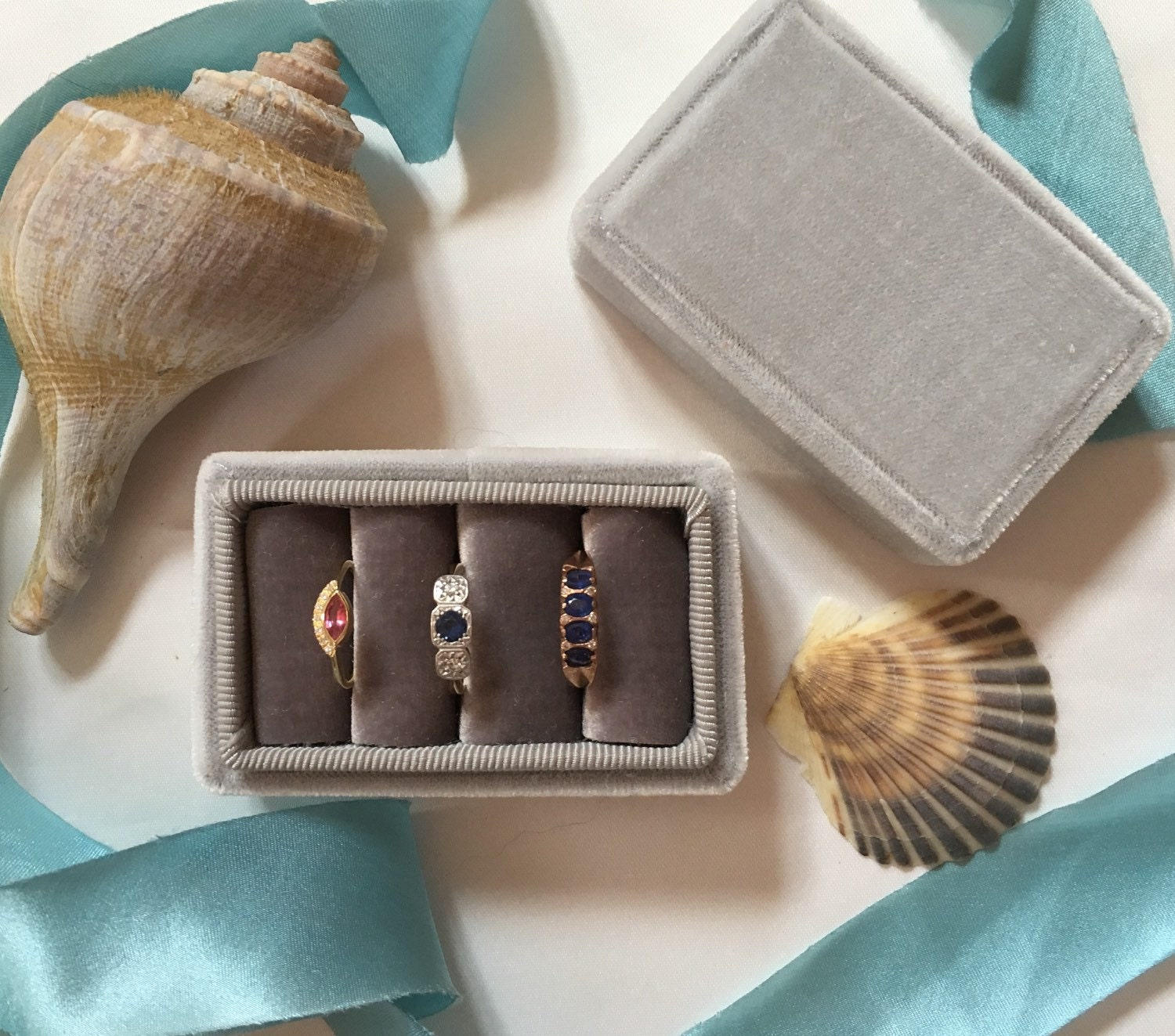 Ring box in Vintage Style for Three Rings in Ombré Grey Vintage