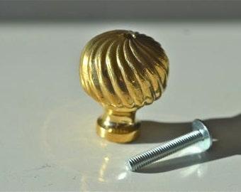 Swirled flute brass knob TB2