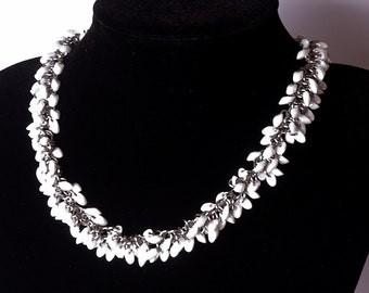 Beaded chainmaille necklace - White pearl ceylon