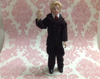 Dollhouse Miniature Porcelain Suit Blonde Men Poseable Ceramic Doll w/ Stand 1:12