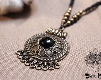 "Necklace Tribal Ethnic black macrame, bronze pendant ""Katapali"""