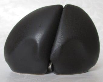studio pottery Peter Saenger black white puzzle Salt Pepper Shakers TRUE PAIR porcelain EXCELLENT Condition Artist Signed Modern Abstract