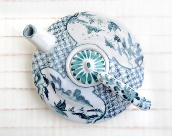 Little ceramic teapot, scent container, Asian perfume container