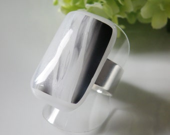 glass fused ring, adjustable, handmade in Quebec, unique gift