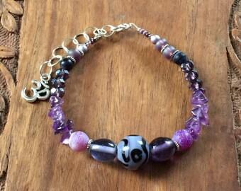 Amethyst, agate and purple Czech glass bead bracelet
