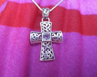 Vintage sterling silver pendant necklace cross with open gallery work NBJ445
