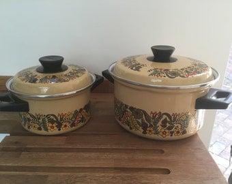 Set of 2 Retro Saucepans
