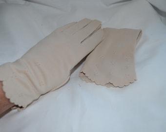 Creamy Ivory Ladies Gloves