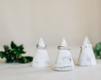 White and grey marbled cement ring cones - set of 3