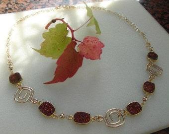 Beautiful, hot glitter Druze Collier