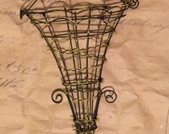 Fil de fer French scone Arcs and points finely hand crafted from wire Found at Chelsea Flea
