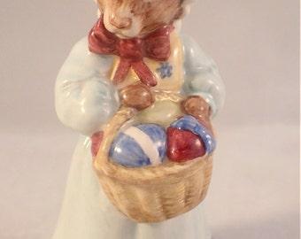 Royal Doulton Mrs Bunnykins Easter Parade DB19 Figurine