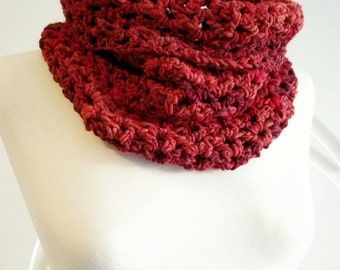 Crochet neck warmer in red and burgundy shades.