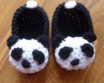 Crochet baby shoes/ Crib shoes / Baby crochet slippers / Panda slippers / Panda shoes / Baby slippers / Panda booties