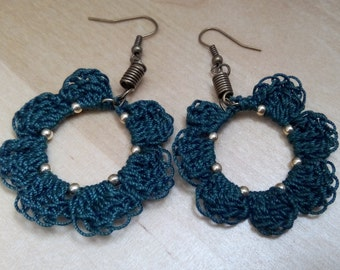 Earrings dangling crochet flowers