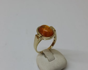Ring gold 333 with amber 70s GR156