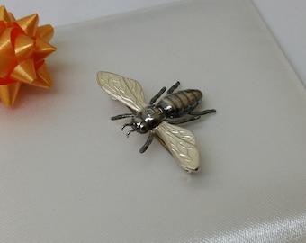 835 silver bee intervention art G SB115