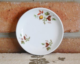 Myott Staffordshire England 1960s china pin dish autumn colours vine leaves berries fruit 10.5cm