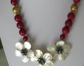 Red Rubis and Flowernecklace  Ref 2268